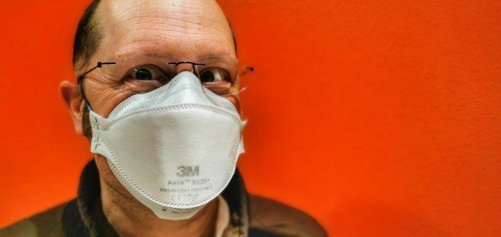 Chef mit FFP2-Maske